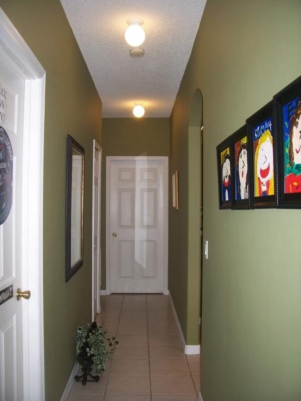 Стены в коридоре