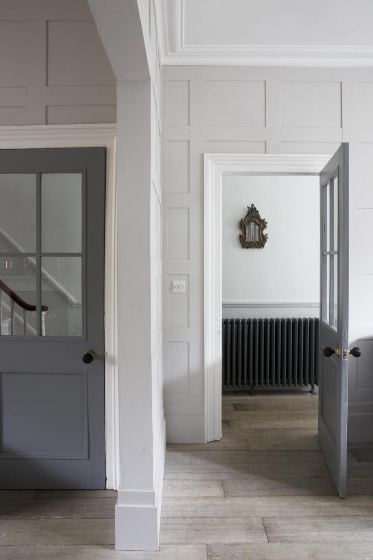 Отделка стен коридора панелями