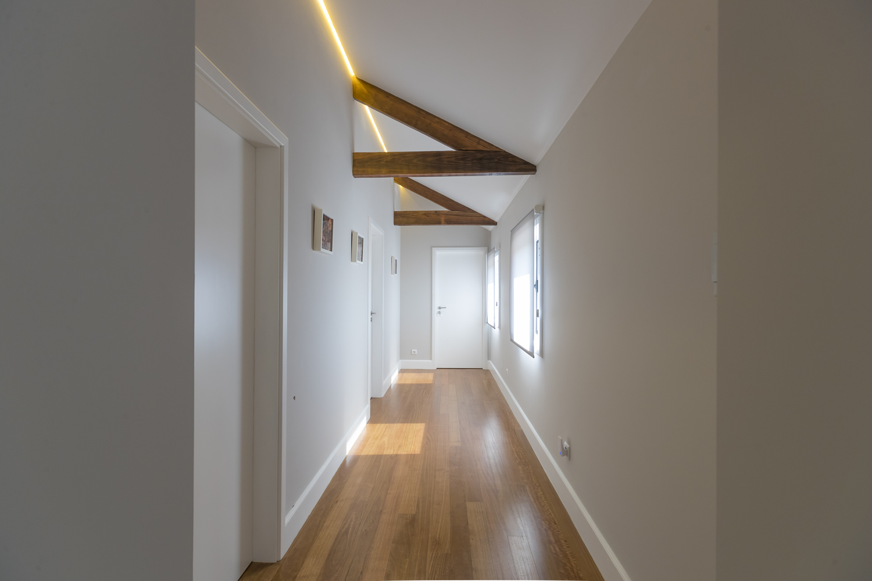 Светлый интерьер коридора