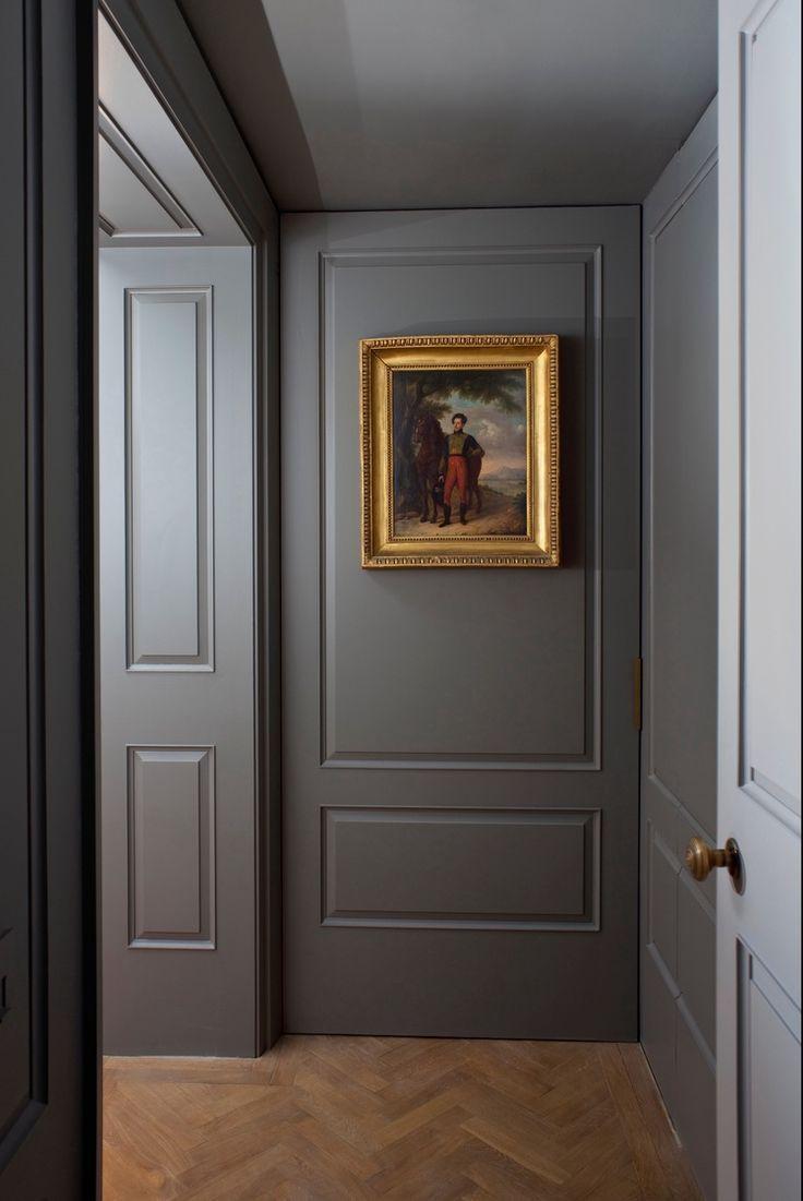 Отделка стен коридора панелями темными