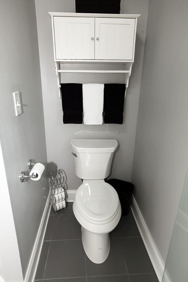 Туалет черно белый