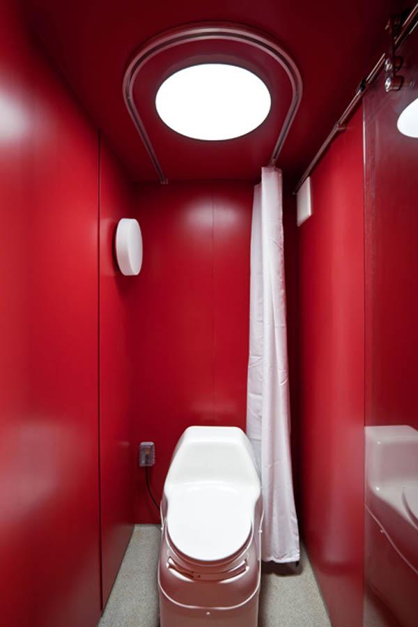 Туалет красный