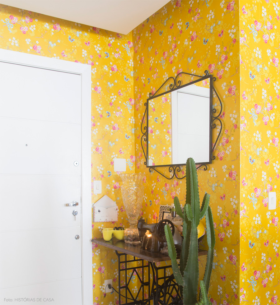 Отделка коридора обоями желтыми