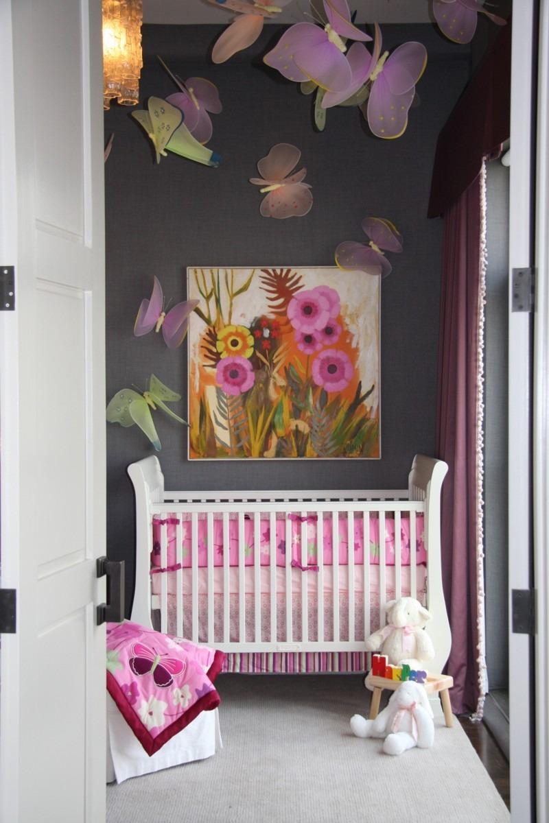 Декор детской кроватки бабочками