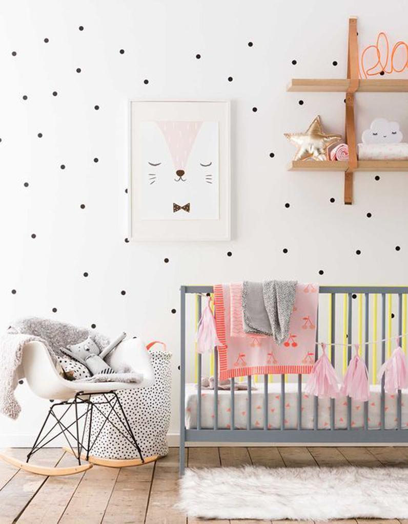Декор детской кроватки бумажной гирляндой