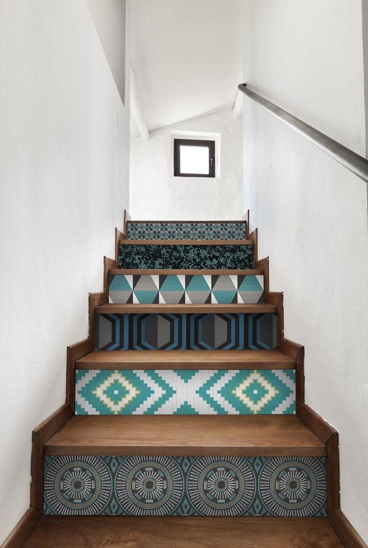 Дизайн коридора с лестницей с декором
