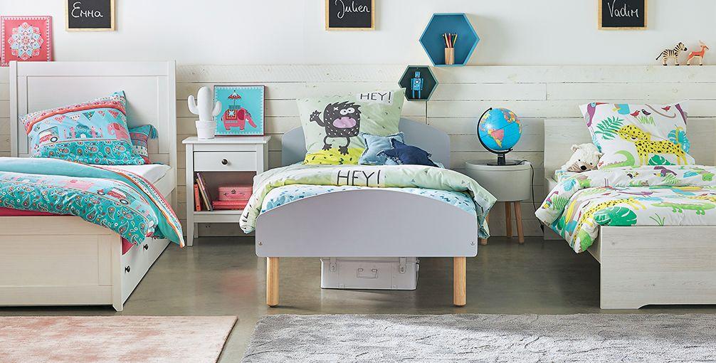 Деревянная мебель в детской для троих