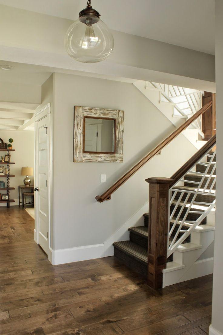 Дизайн коридора с лестницей деревянной