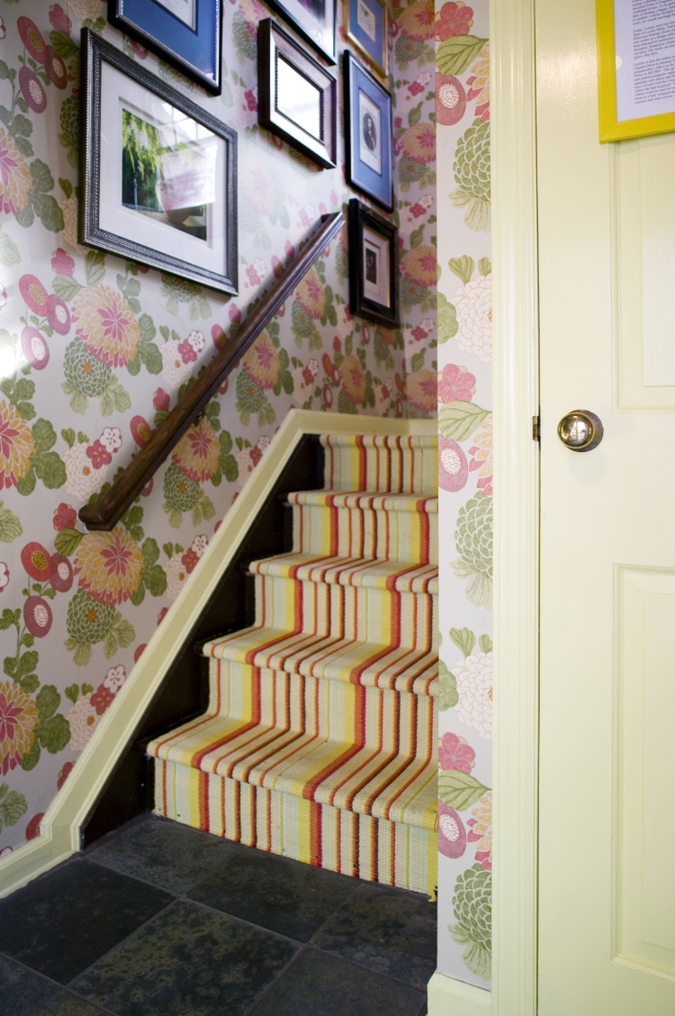 Дизайн коридора с лестницей в доме
