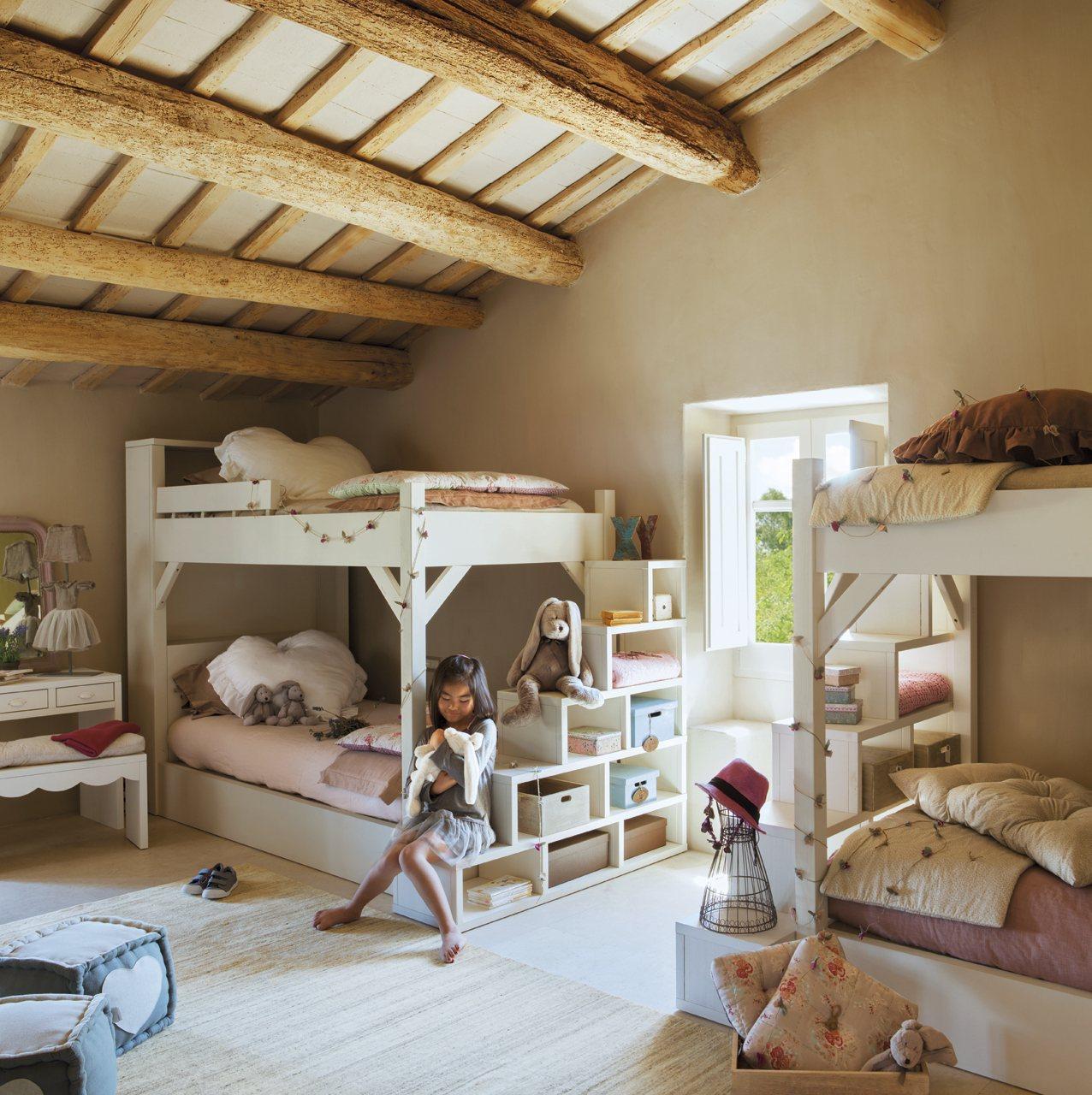 Дизайн детской для троих детей в доме