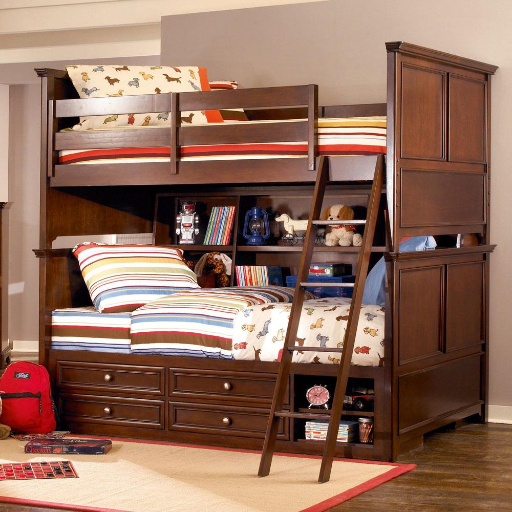 Дизайн детской комнаты для двух мальчиков с дубовой кроватью