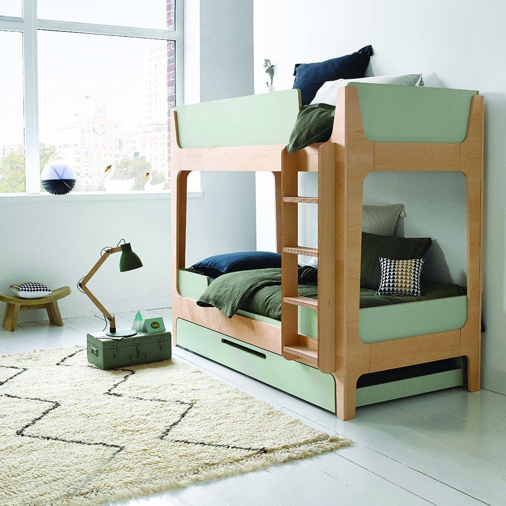 Дизайн детской комнаты для двух мальчиков с двухэтажной кроватью