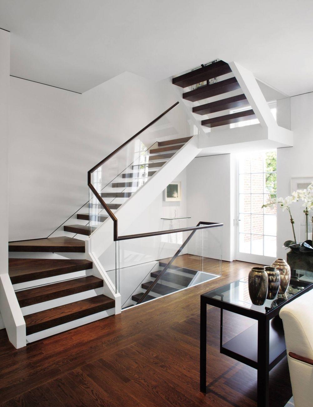 Дизайн коридора с лестницей в стиле этно