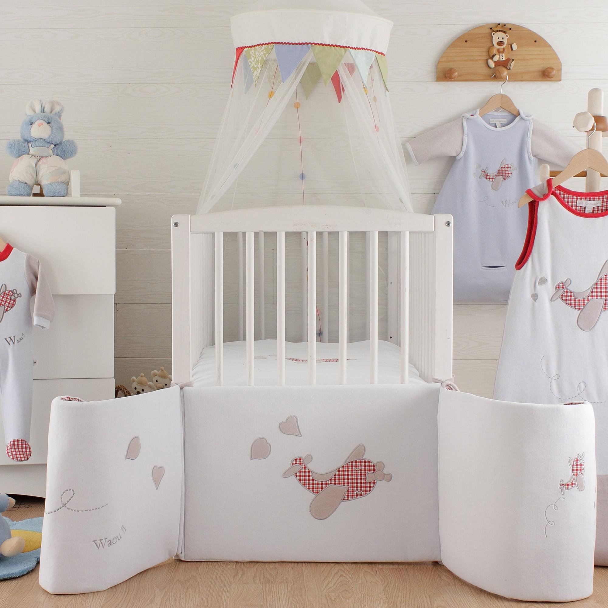 Декор детской кроватки флисом