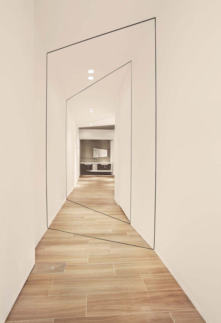 Оформление коридора в футуристичном стиле