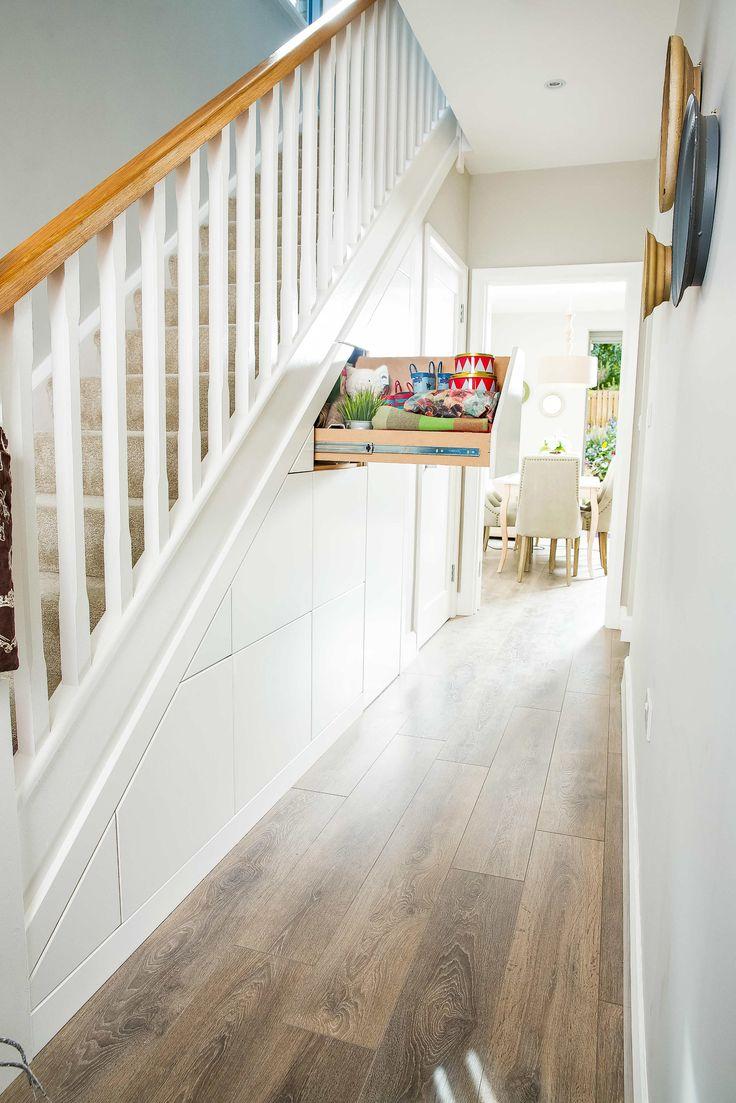 Дизайн коридора с лестницей и системой хранения