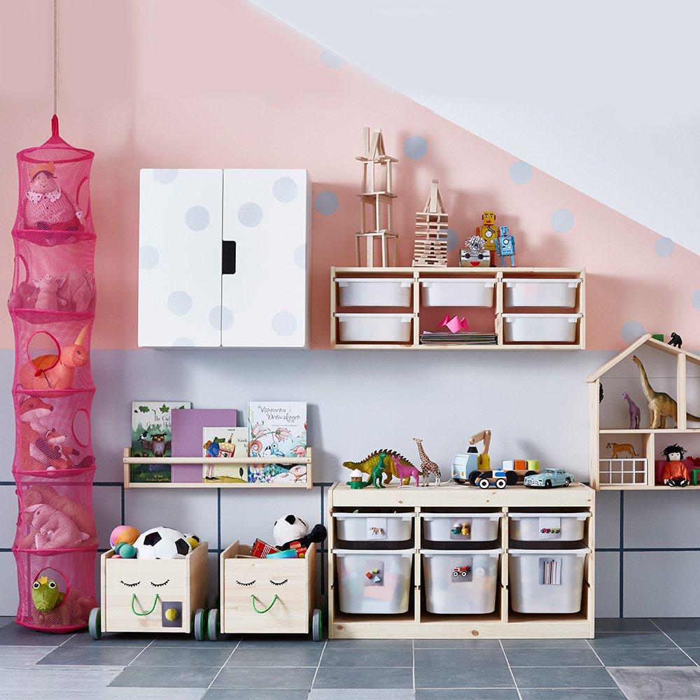 Хранение игрушек в детской для троих