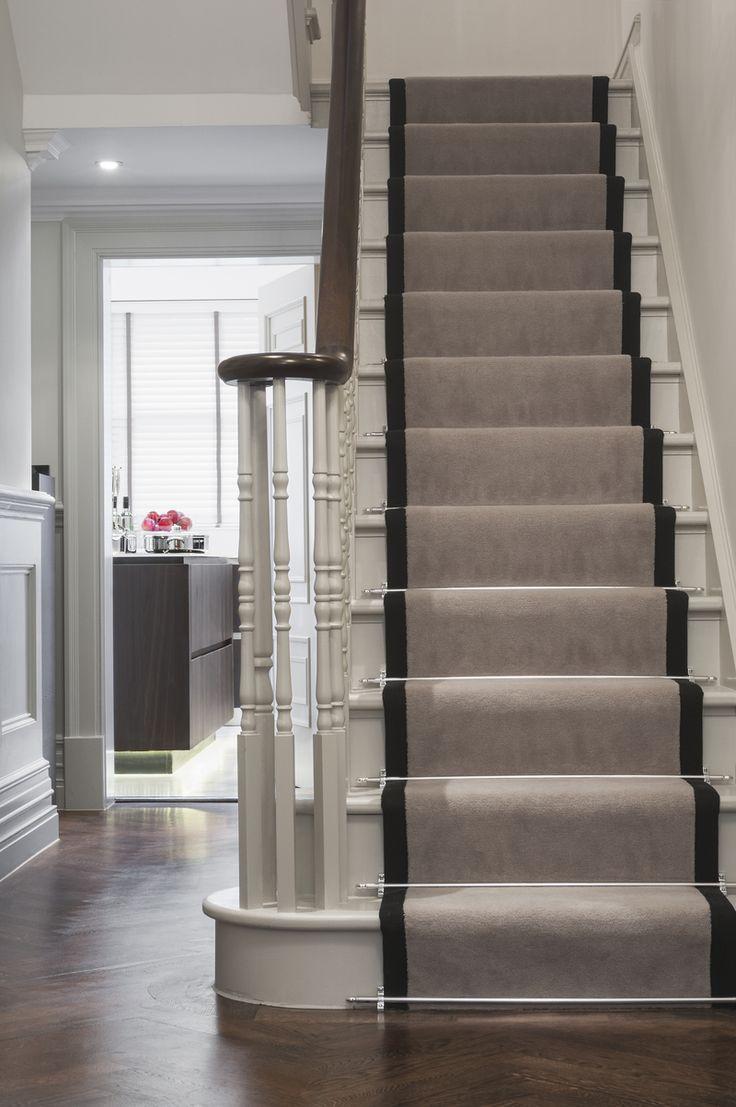 Дизайн интерьера коридора с лестницей