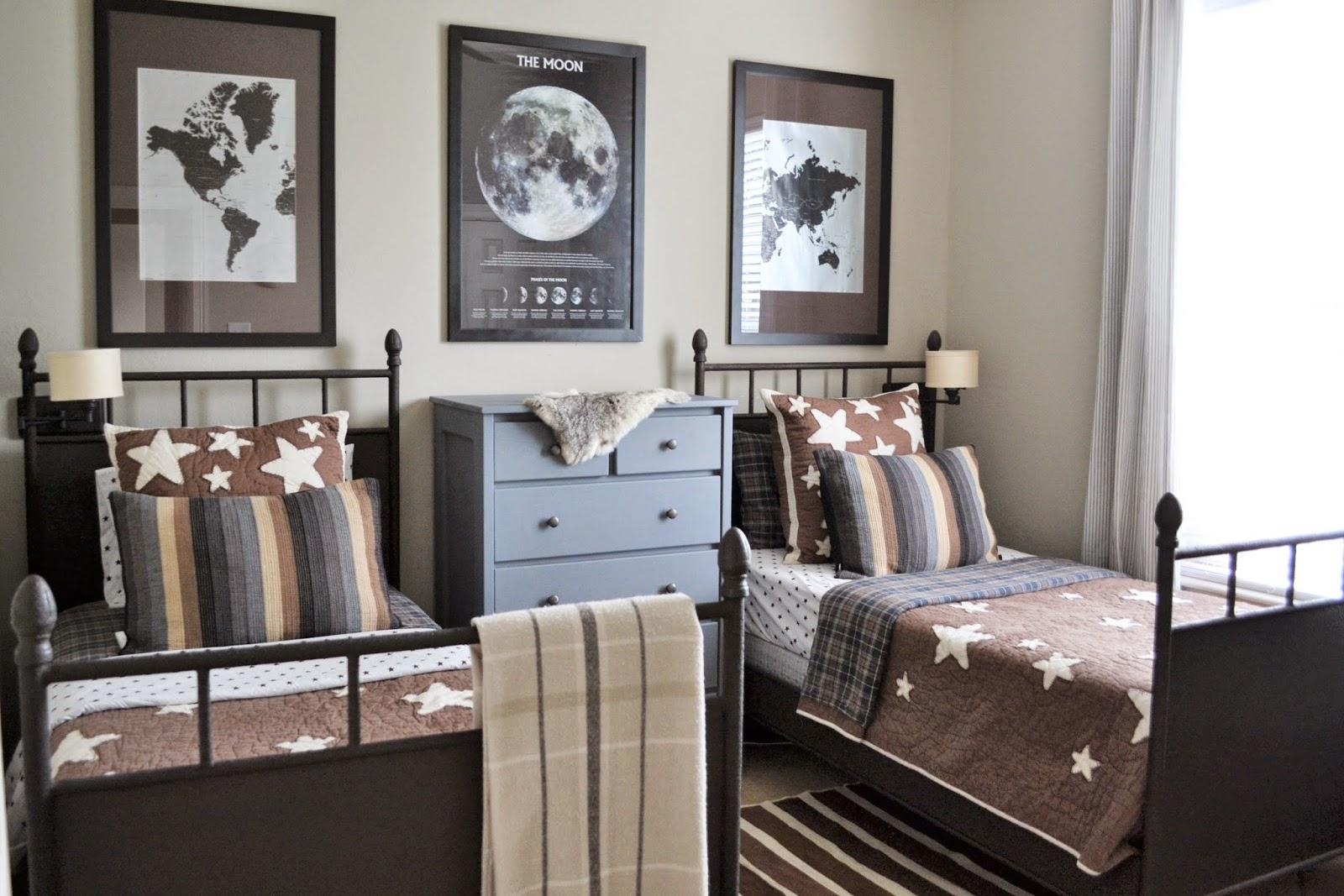 Дизайн детской комнаты для двух мальчиков в коричневом цвете