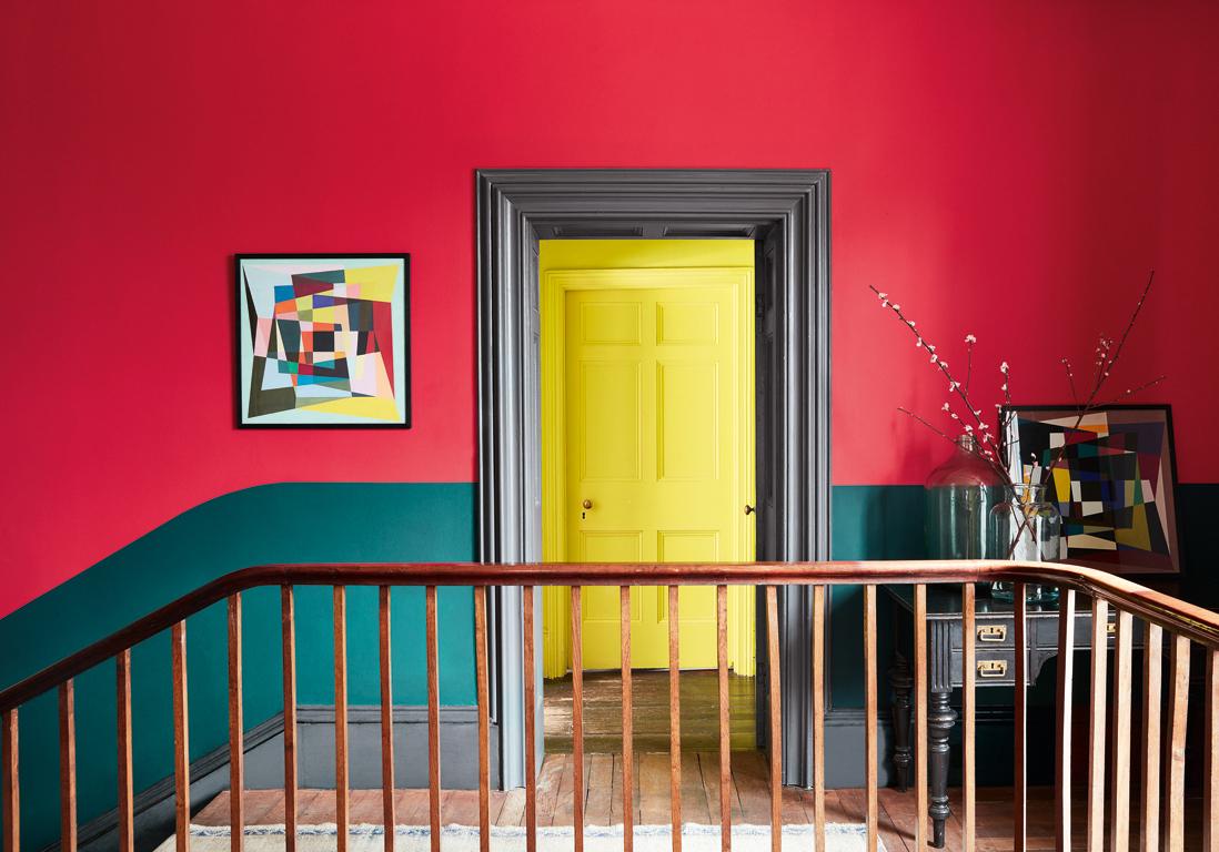 Оформление коридора в красный
