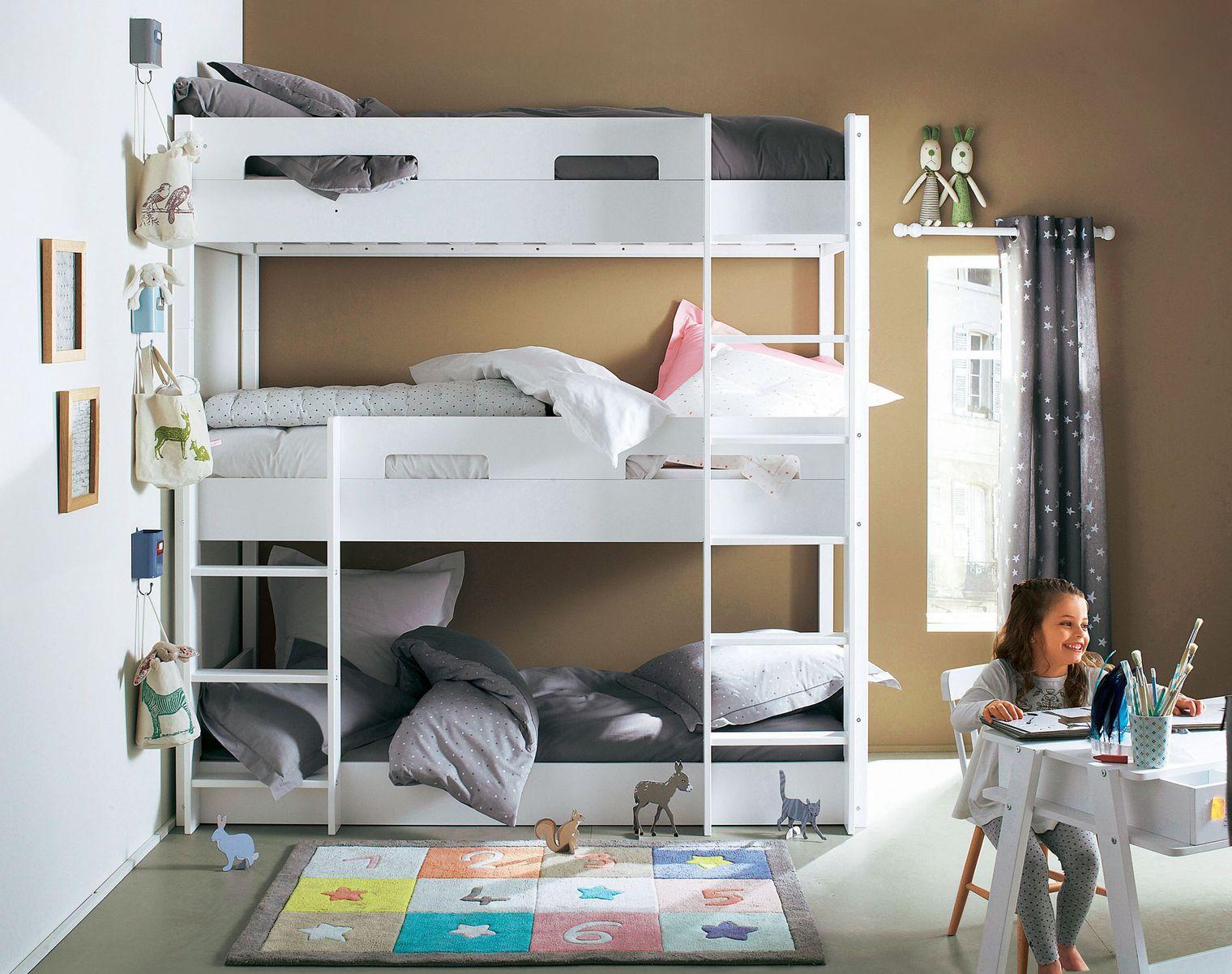 Кровать в детской для троих