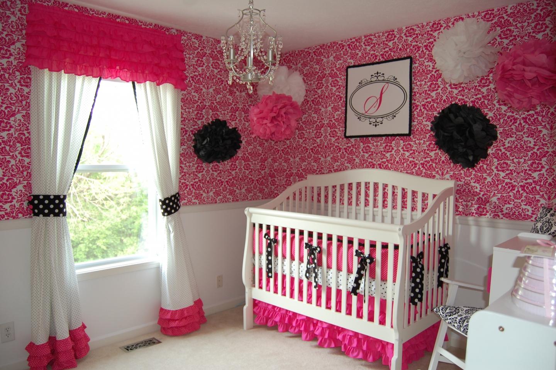 Декор детской кроватки лентами