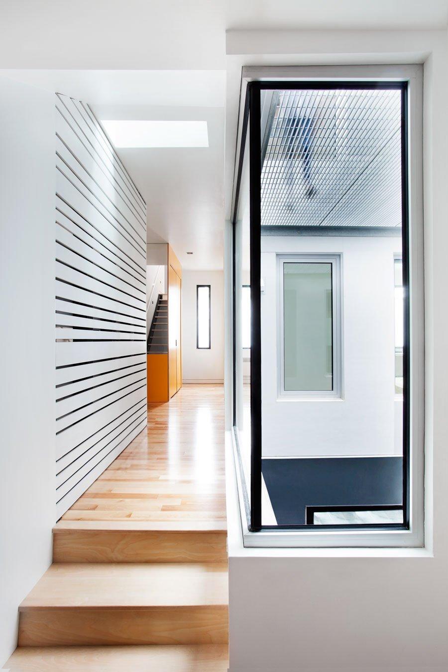 Дизайн коридора с лестницей маленькой