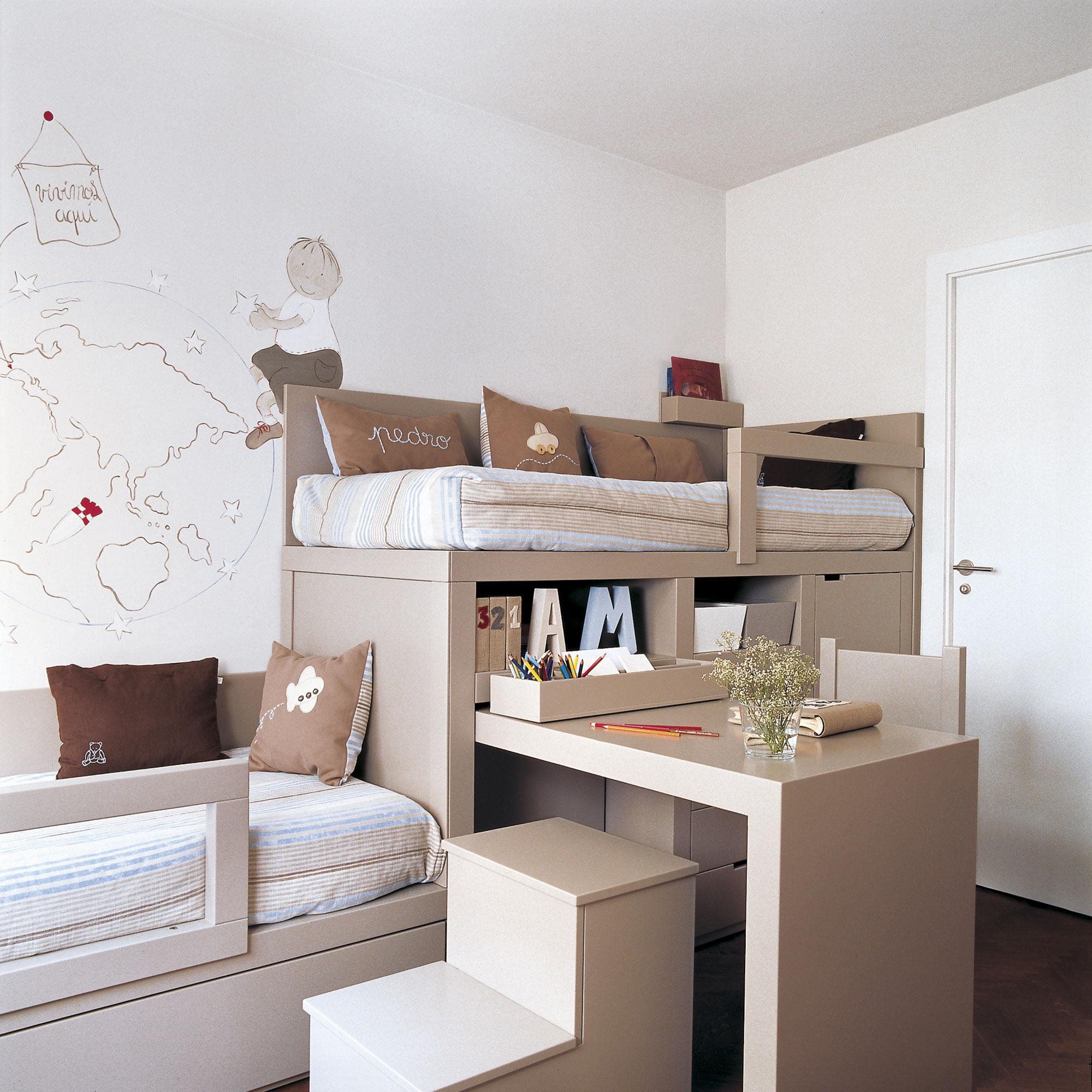 Дизайн детской для троих детей с мебелью