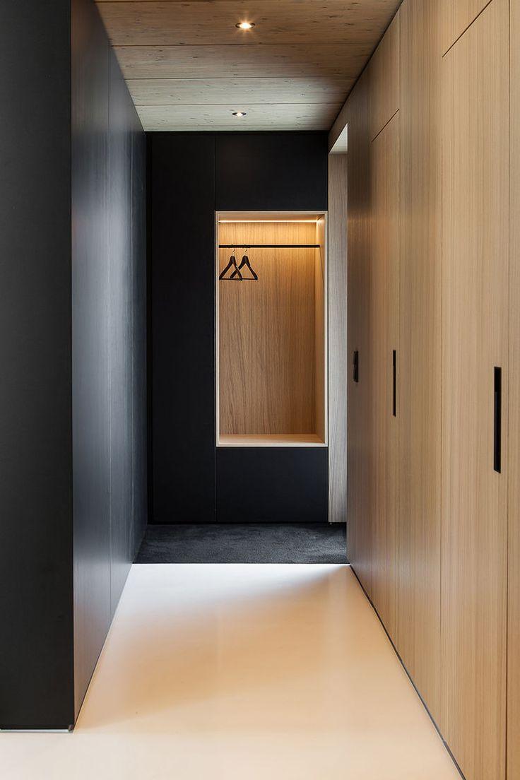 Оформление коридора в стиле минимализм если в доме кошка или собака