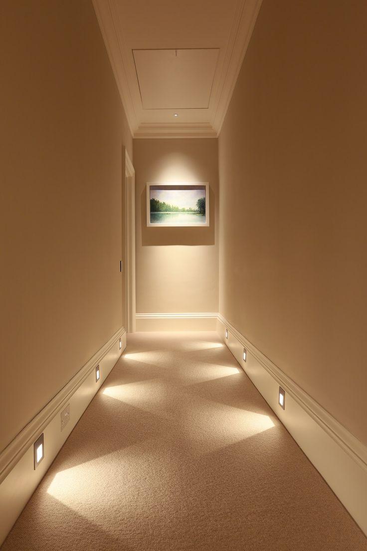 Подсветка в коридоре если в доме кошка или собака