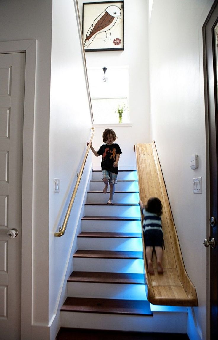Дизайн коридора с лестницей и подсветкой