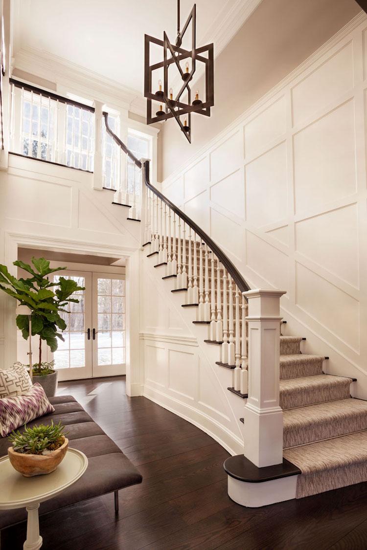 Дизайн коридора с лестницей в прихожей