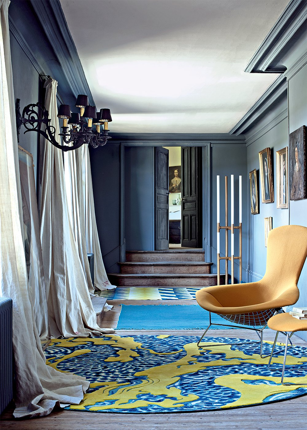 Ремонт коридора в синем цвете
