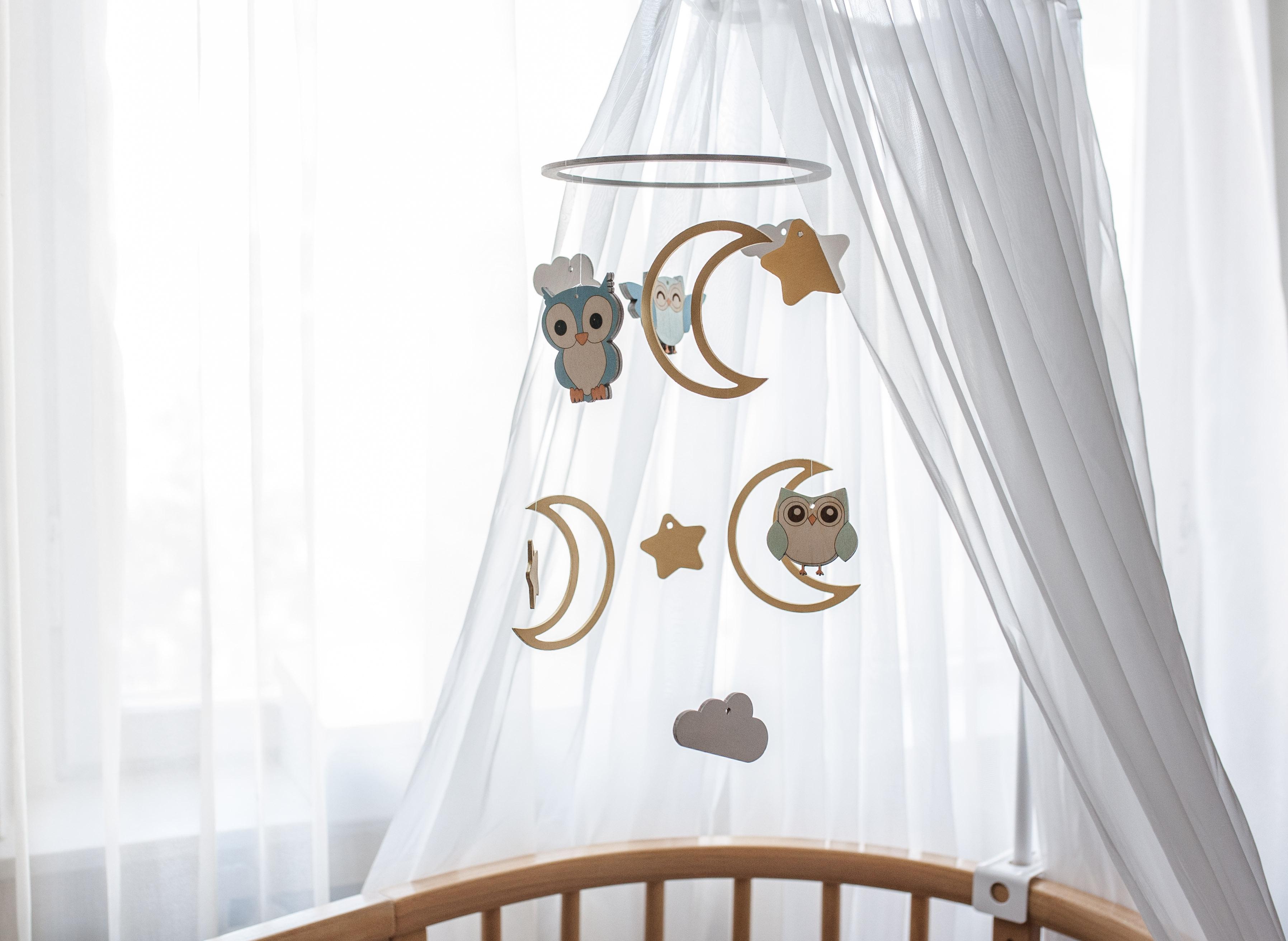 Декор детской кроватки совами