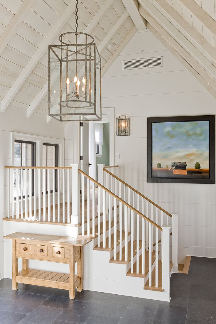 Дизайн коридора с лестницей светлой
