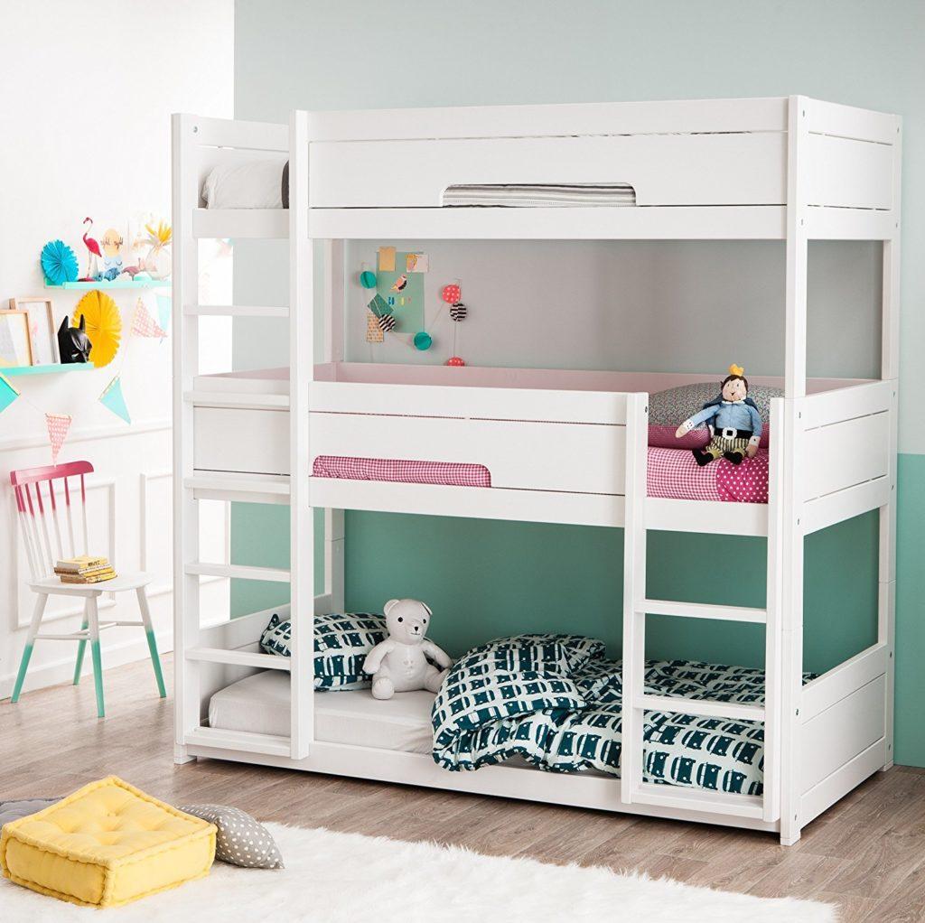 Детская для троих детей с трехэтажной кроватью