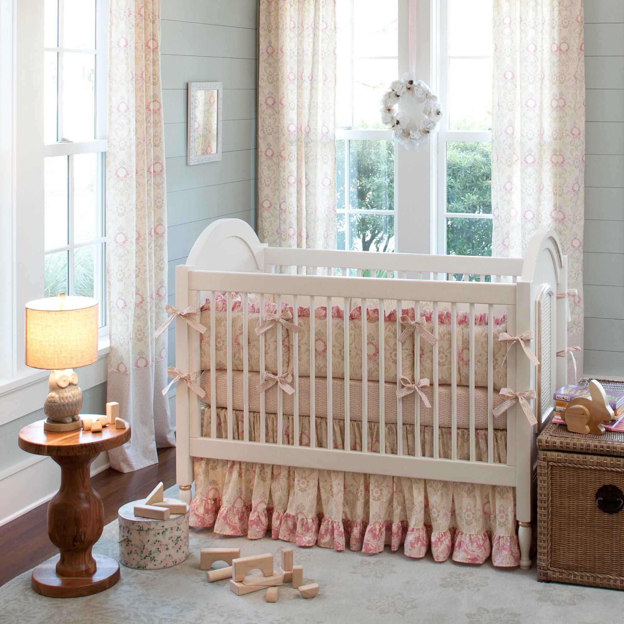 Декор детской кроватки с рюшами