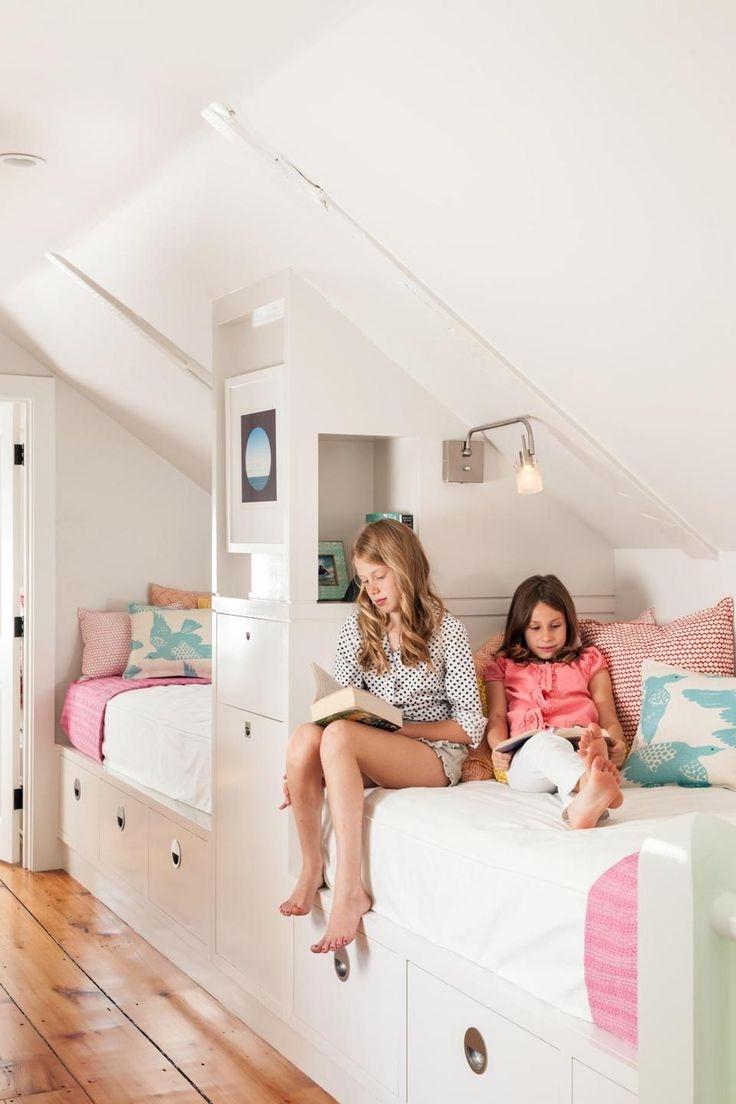Детская на мансарде со встроенной мебелью