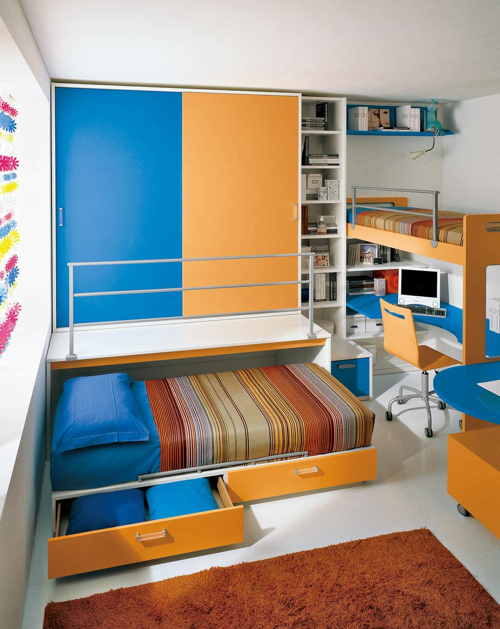 Детская для троих детей с выдвижной кроватью