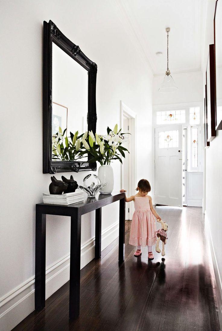 Оформление коридора зеркалом