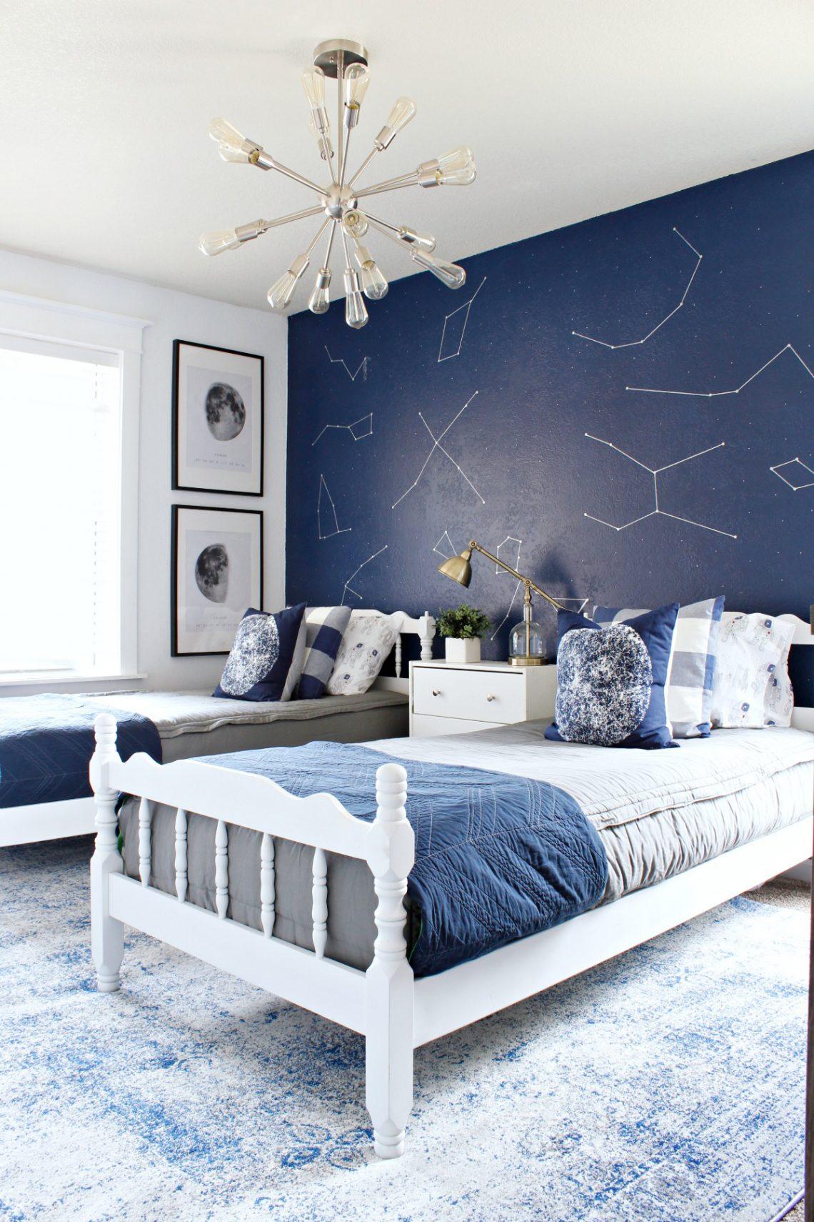 Дизайн детской комнаты для двух мальчиков со звездами