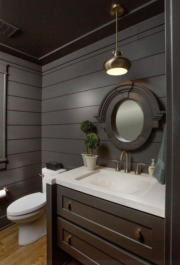 Интерьер туалета в деревянном доме