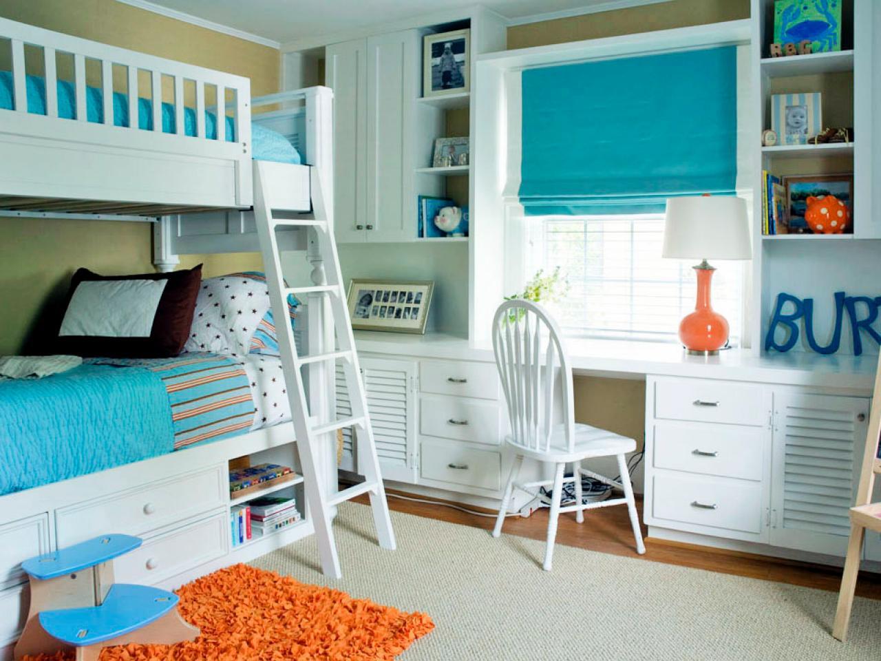Детская комната в хрущевке с двухэтажной кроватью
