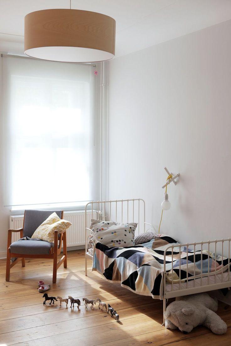 Детская комната в хрущевке с крашеными стенами