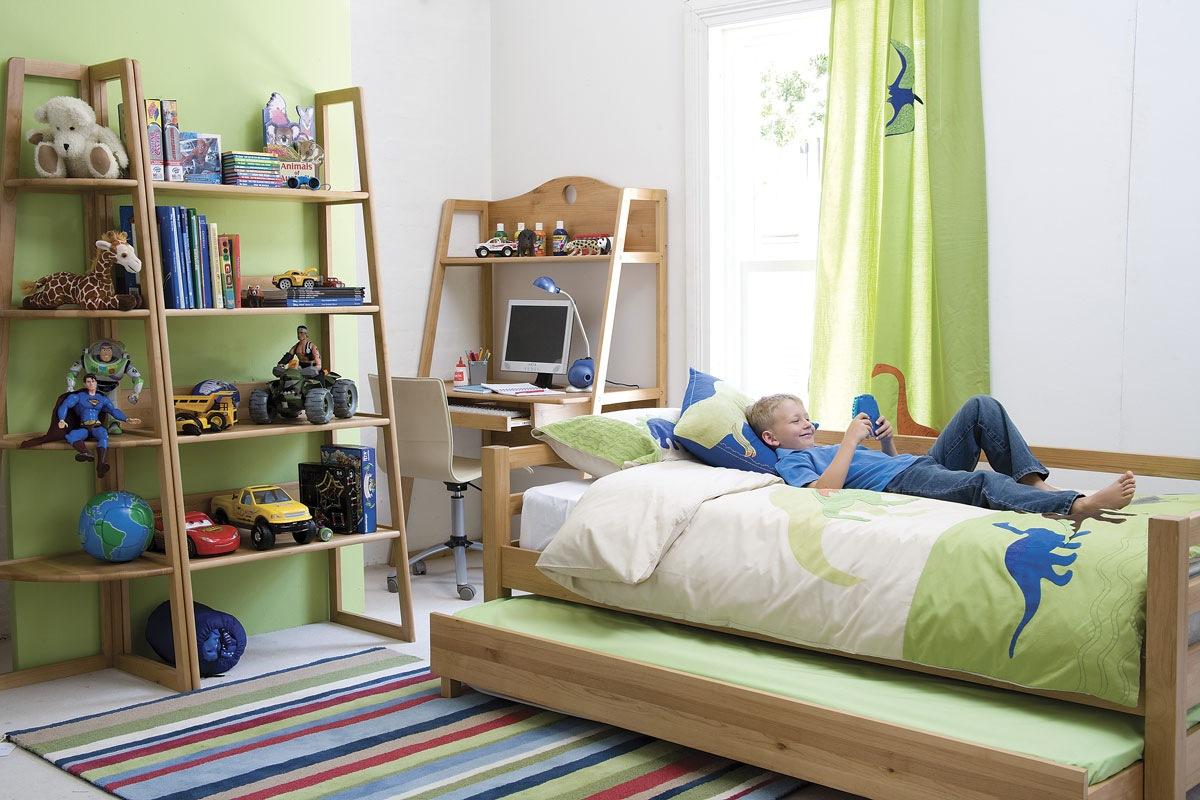 Детская комната в хрущевке с мебелью из массива