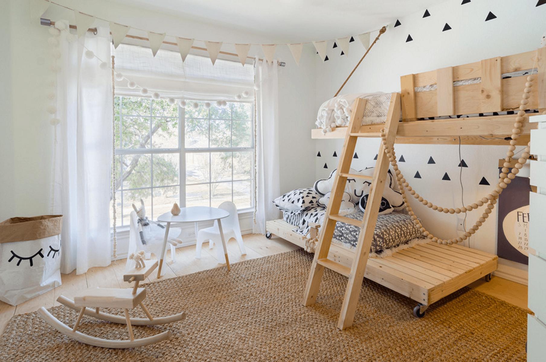 Детская комната в хрущевке с французским окном
