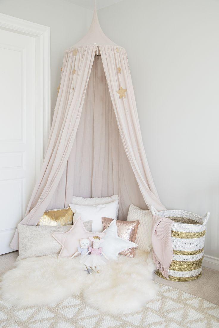Детская комната в хрущевке в пастельных тонах