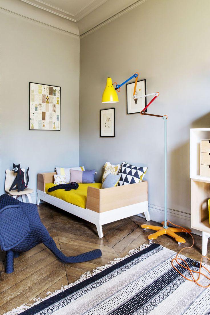 Детская комната в хрущевке с тахтой
