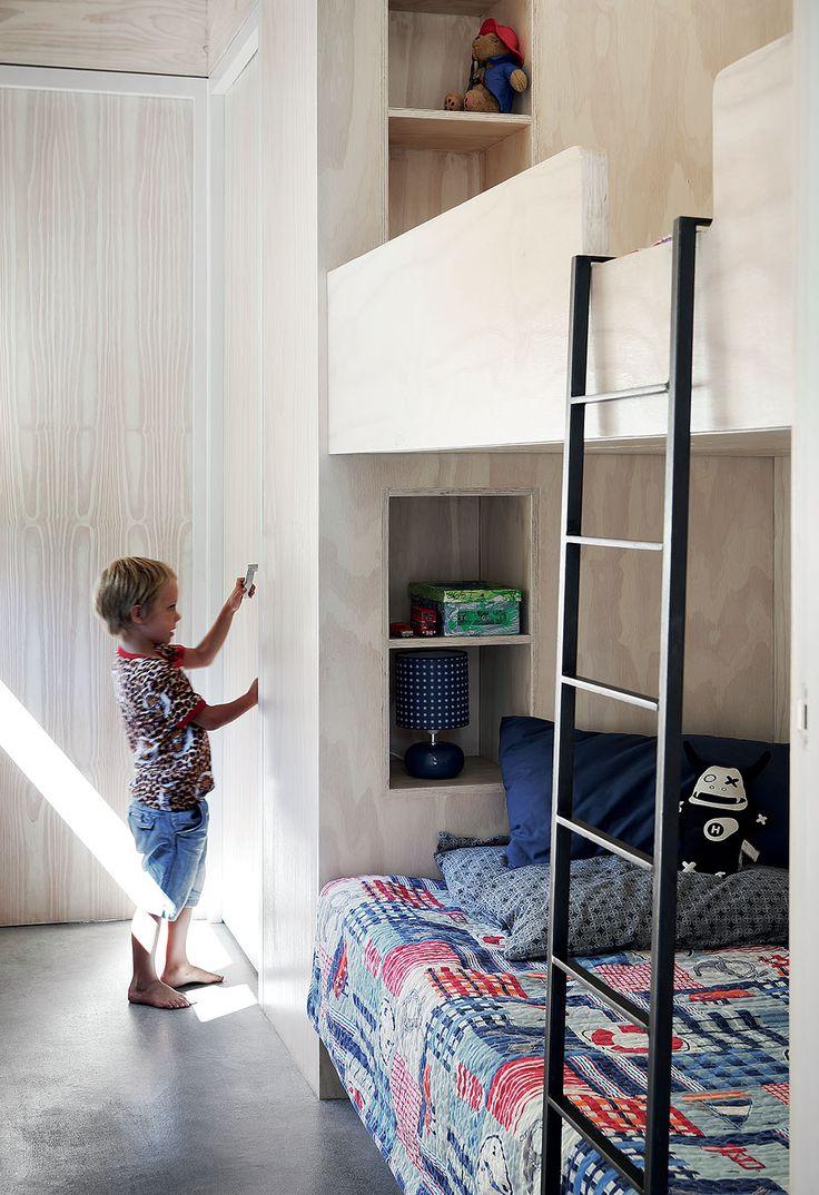 Детская комната в хрущевке со встроенной мебелью