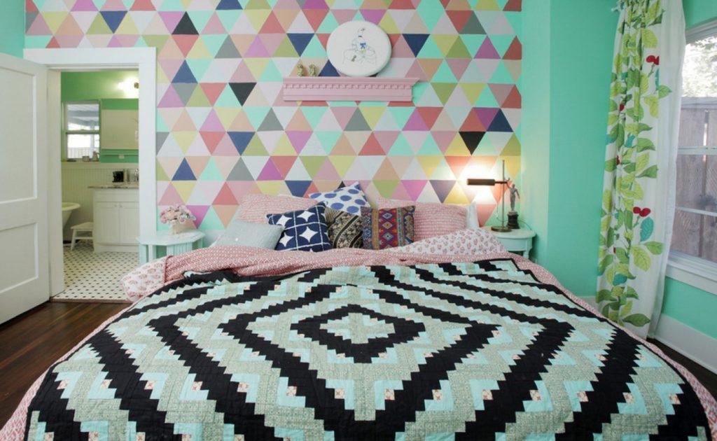 Геометрические обои с объемным эффектом в спальне